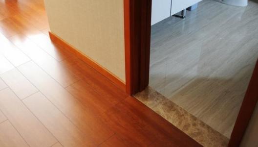 厨房跟客厅之间铺一块过门石