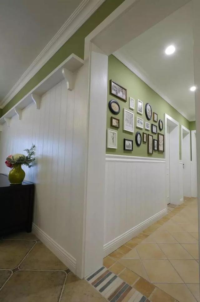 墙面不能太单调,小户型更是要把墙壁画出多种花样!