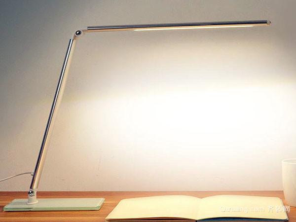 儿童书桌台灯用多少瓦