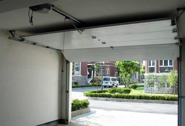 车库翻板门结构