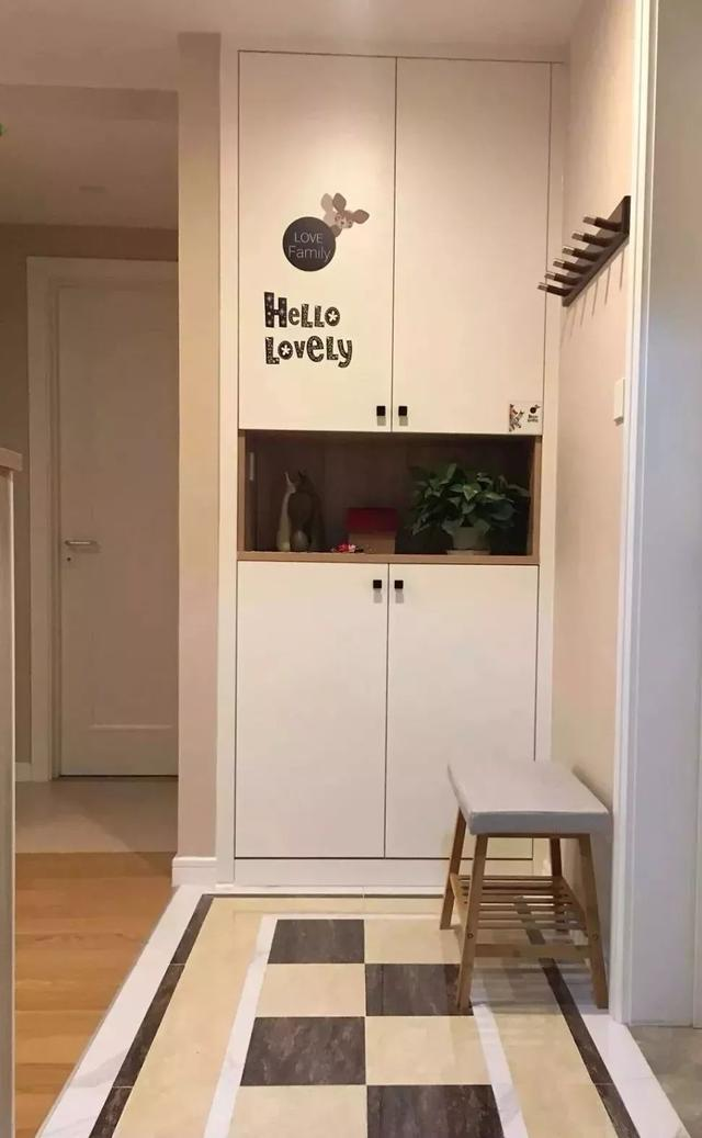 小户型玄关不能少的换鞋凳