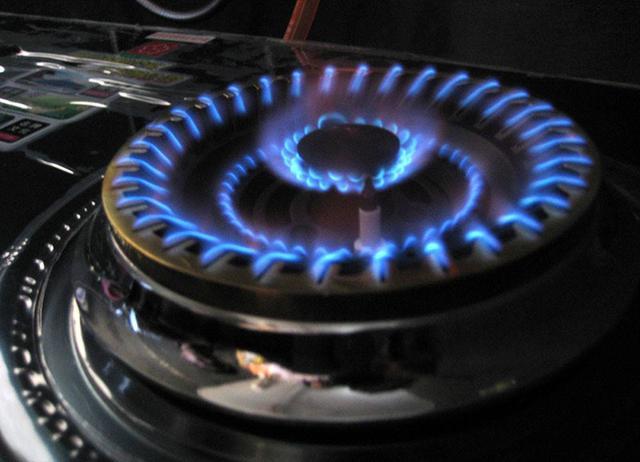 为什么天然气炉灶有时是蓝色火焰有时是黄色火焰?