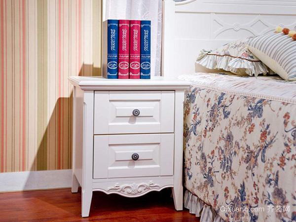 一个床头柜应该放在哪边