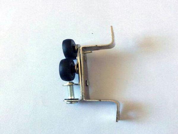 衣柜推拉门的滑轮安装