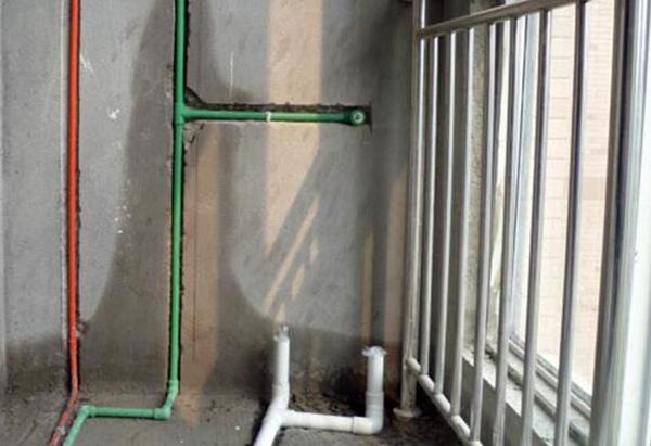 卫生间的水管怎样遮挡