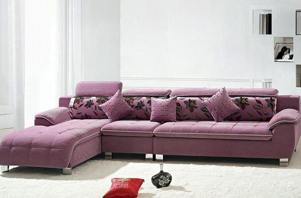 二、舒丽雅沙发选购要领 挑选舒丽雅沙发的时候,第一步我们要选择自己喜欢的样式,和家装风格相搭配的风格,假如沙发的样式和风格是你钟意的,那么就着重看其质量,皮质的沙发就看皮质的纹路是否一致,一致则是真皮,然后再坐在上面试试沙发的软硬度。看看沙发是否牢固。如果是布艺的舒丽雅沙发首先看看布艺的面料,越厚的布料越好,其次再看花纹,印制,机打的花纹更好,其次还要坐着感受一下沙发的舒适度。