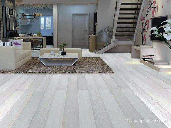 装修客厅地板用什么
