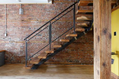 复式楼梯巧妙设计 复式楼梯合理搭配