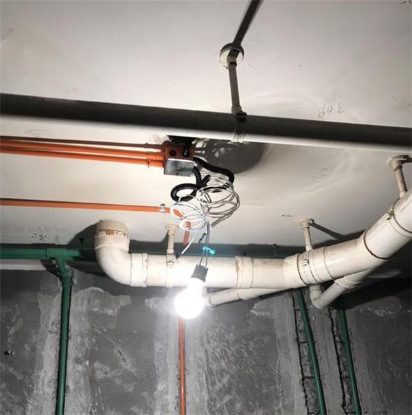 卫生间吊顶预留几根电线