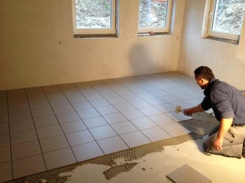 靠谱工人控制瓷砖损耗