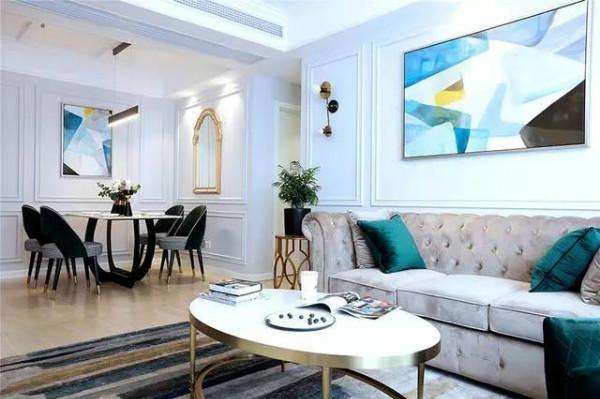 厨房是u型结构设计,浅蓝色的橱柜配上米白色的大理石台面,清新极了