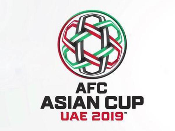 2019年亚洲杯将在阿联酋举行,比赛时间为2019年1月5日至2月1日,这也是亚洲杯历史上扩军到24支参赛球队。根据规则,在之前的世界杯亚洲区预选赛进入12强的球队都能自动晋级2019年亚洲杯决赛圈,其中也包括中国男足。而其余亚洲球队则先踢两轮资格赛,随后分为6个小组踢亚洲杯预选赛,每组的前两名也能晋级亚洲杯。 在本轮小组赛之前,其他小组的前两名都已经确定,只有F组的出线形势不太明朗。但最终菲律宾2-1战胜塔吉克斯坦,也门2-1战胜尼泊尔,最终积12分的菲律宾和积10分的也门晋级,塔吉克斯坦积7分获得小
