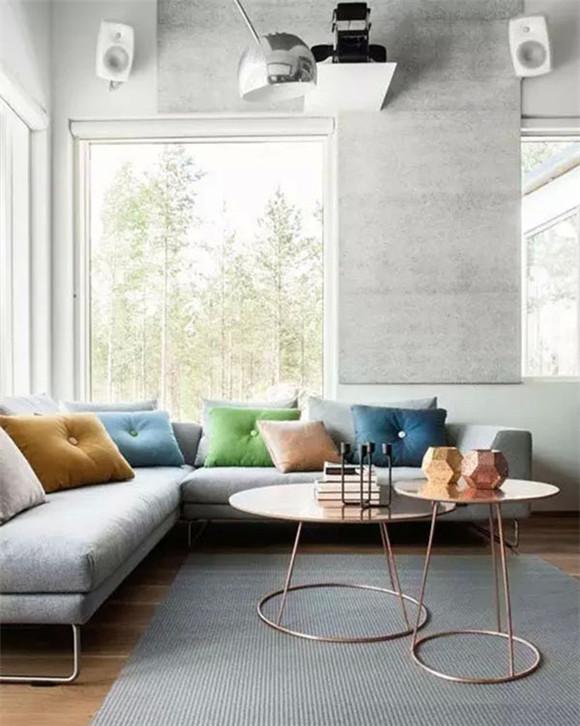 纯色抱枕+浅灰色沙发