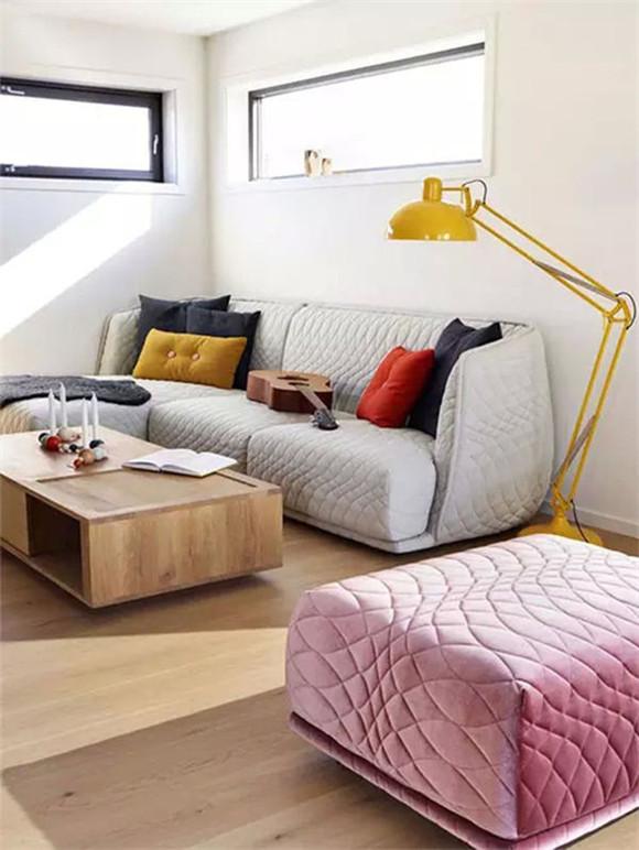 浅灰沙发搭配彩色沙发