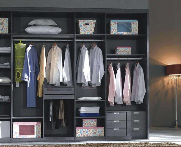 年轻人衣柜格局设计