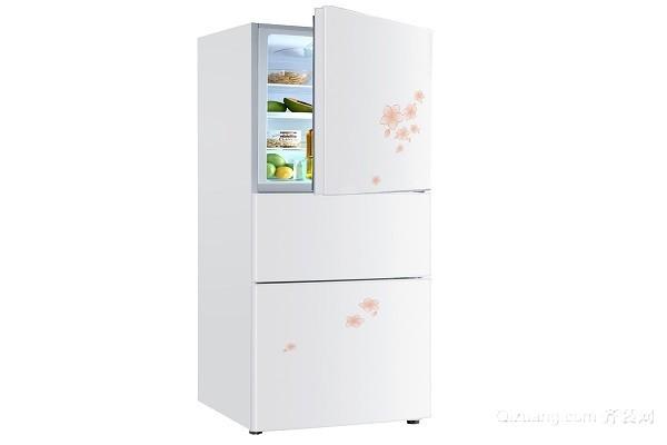 冰箱的品牌有很多,但是从质量方面说那款冰箱好呢?那就是海尔冰箱了,海尔冰箱在市场中的口碑和体验度都是非常受大家欢迎的,所以大家在选购冰箱品牌的时候要注意海尔。可是你知道2018海尔冰箱款是哪款,然后更好的进行选购,下面我们一起看看海尔三门冰箱性价比。  一、海尔BCD-228S2 海尔冰箱在冰箱行业中最受大家欢迎,而且也是使用用户最多的品牌之一,所以在选购冰箱的时候,一定要注意它的体验度和质量效果。在海尔冰箱BCD-228S2的价格是2299元,海尔BCD-228S2的外形设计十分的童趣,它精选的PCM面
