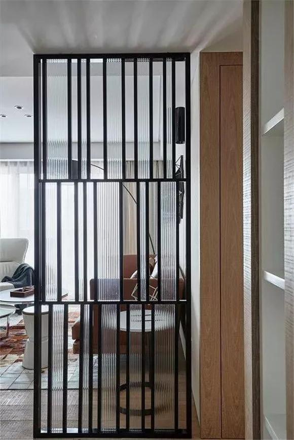进门正对客厅玄关隔断怎么做?保定装修带来隔断案例,让你不再烦恼