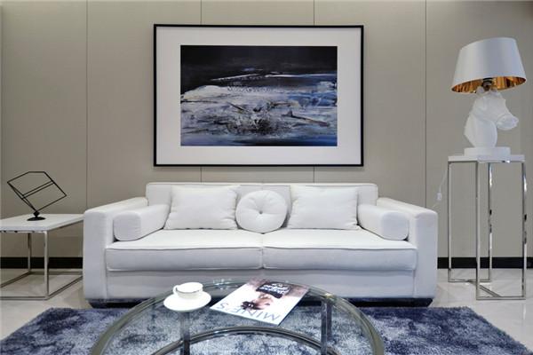 纯白色沙发