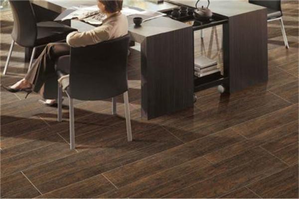 工业风格搭配深色木纹砖