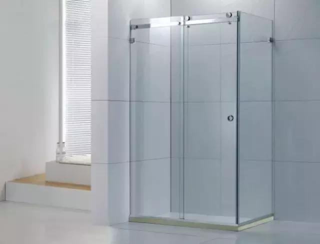 淋浴房的框架使用铝合金制作