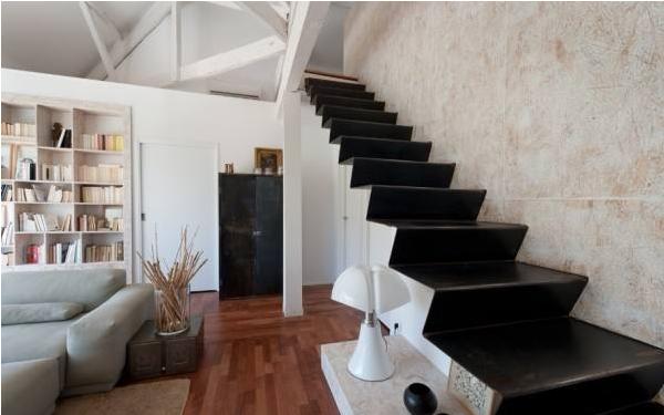 跃层式装潢技巧之楼梯