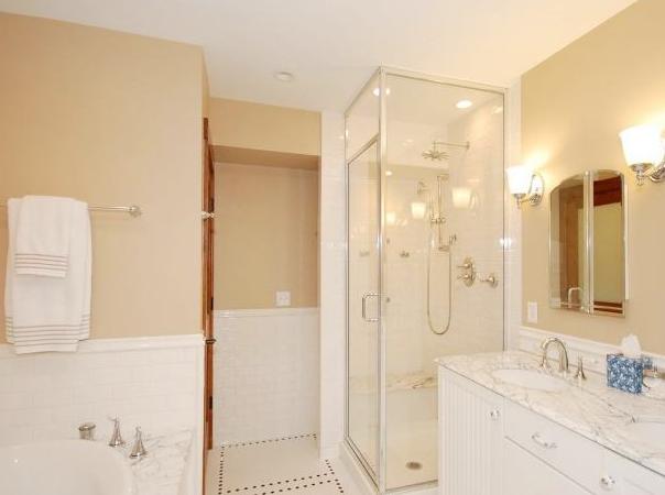 卫生间用什么颜色的瓷砖好