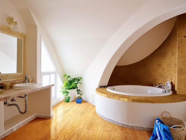 选择使用半弧形浴缸