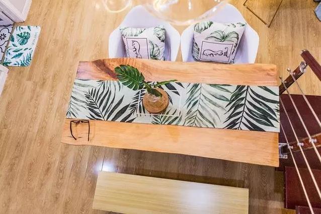 餐厅唯一的缺点就是餐桌太小