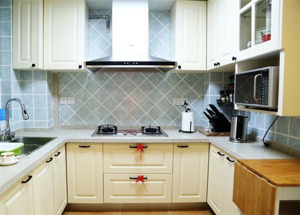 厨房U型动线设计的橱柜