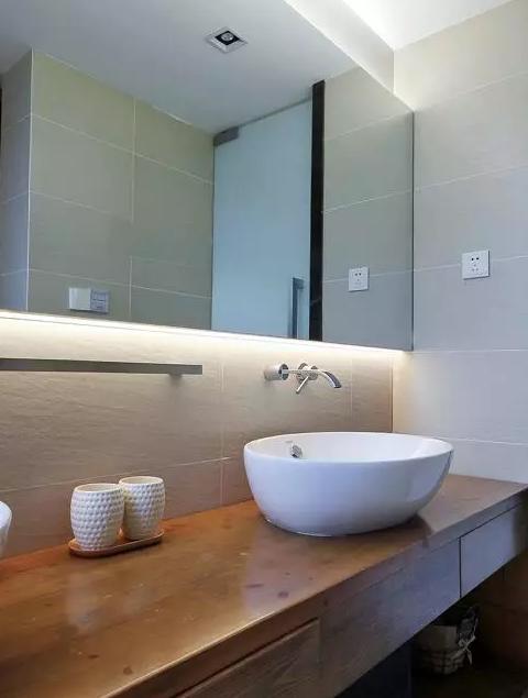 现代风复式新房卫生间装修