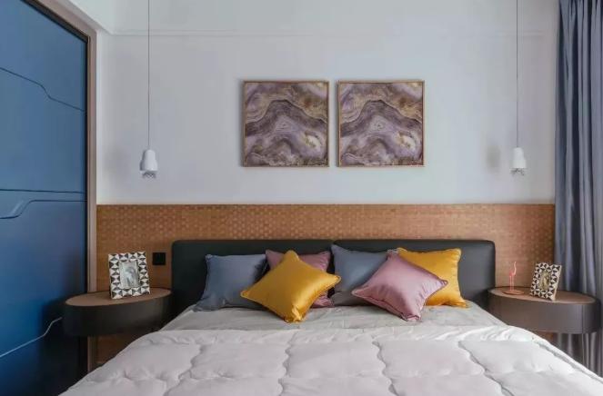 卧室区域床头靠背区域做了靠垫