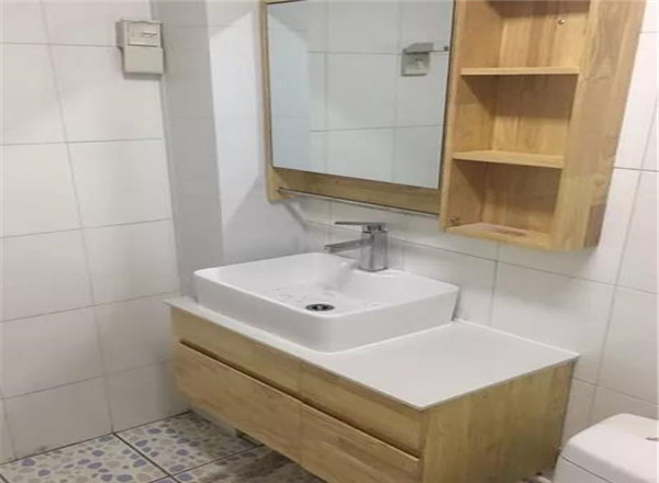 洗手台台面太窄
