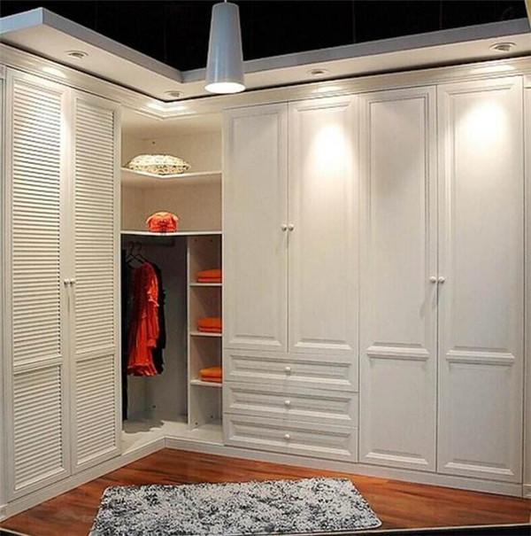 衣柜是定制好还是木工做好