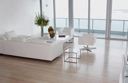 玻璃和不锈钢、铁艺等材质得到广泛的运用
