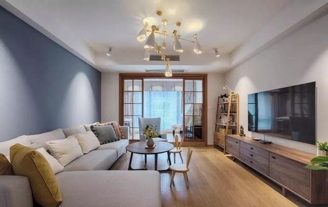 嘉兴装饰公司的小编为大家来介绍,这套房屋的户型是四室两厅一厨两卫