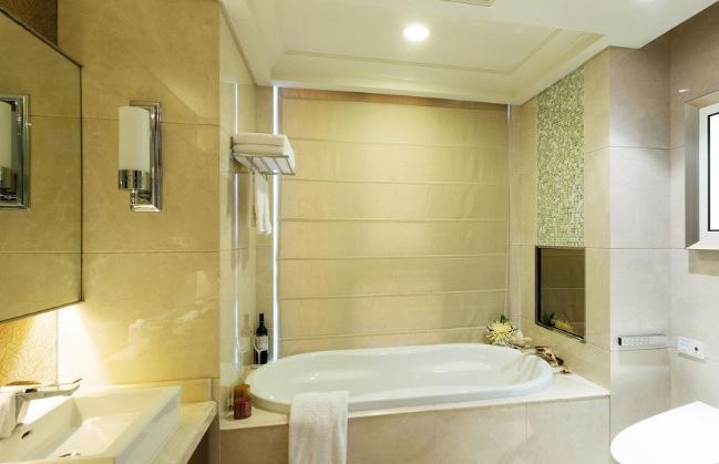 浴室巧用照明