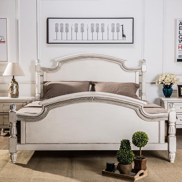 床头有着流线优美的线条
