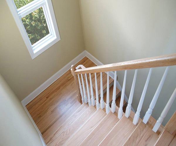 木质楼梯扶手固定方法