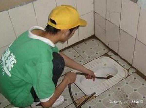 卫生间蹲坑堵了怎么办