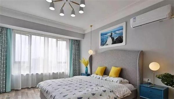 北欧风格卧室装修效果图 卧室用能让人安心睡觉的灰色去装饰,搭配浅色