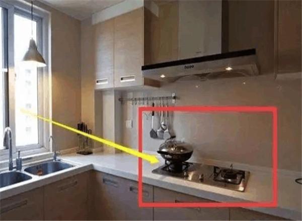 厨房窗户的位置