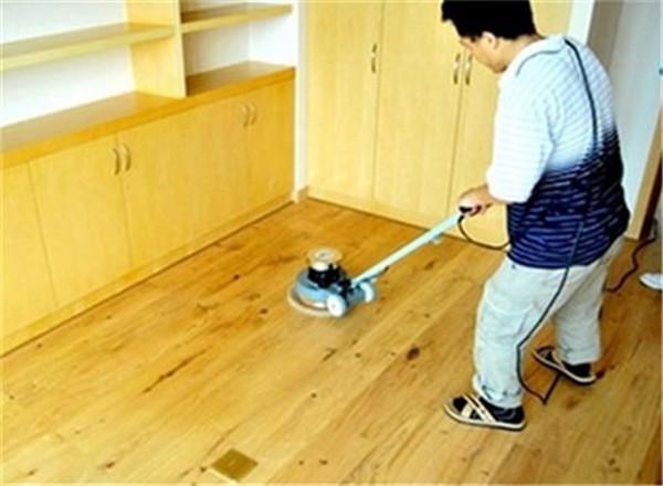 家庭木地板打蜡