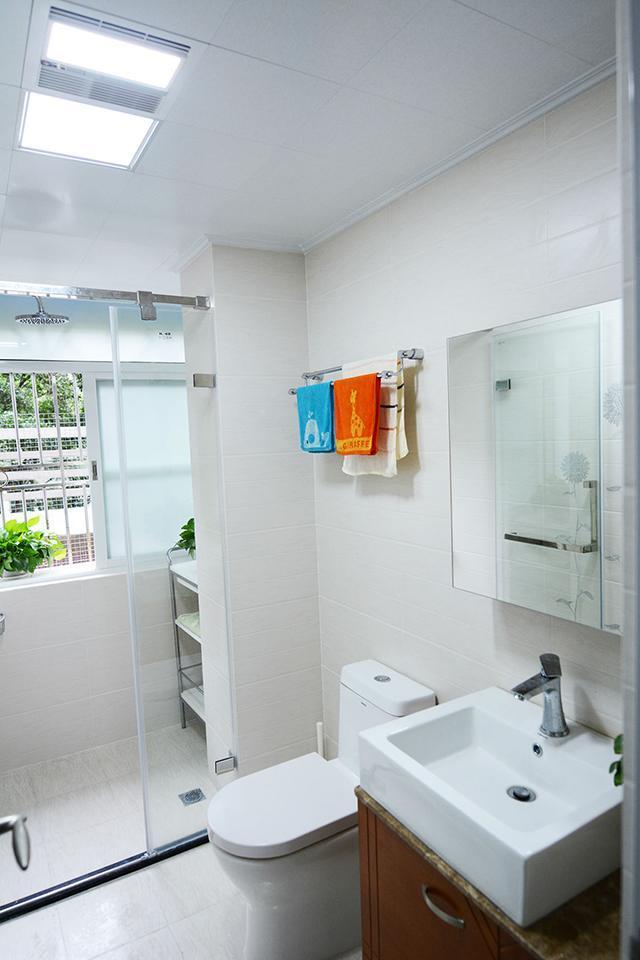 99㎡现代简约卫生间装修