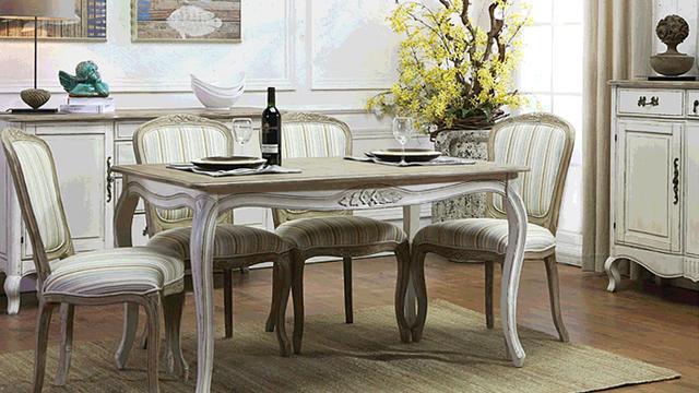 实木的餐桌椅