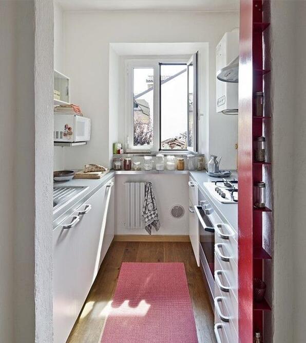 厨房门正对窗户