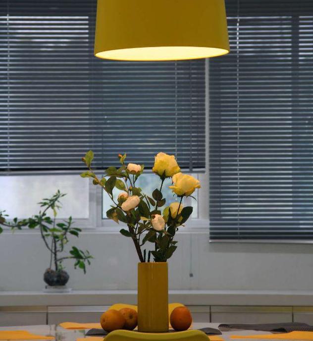 140平现代简约餐桌装饰