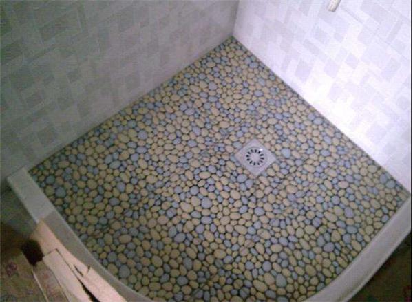 鹅卵石铺淋浴区