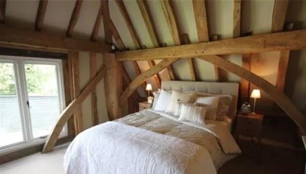 森林系阁楼卧室效果图