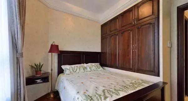 小卧室床款式之衣柜