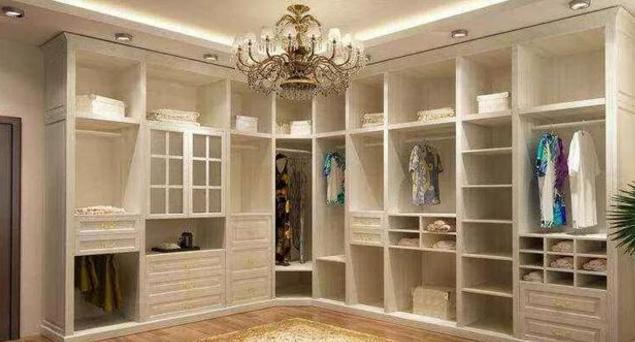 衣帽间的家具